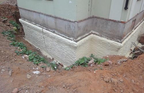 Как утеплить фундамент дома снаружи